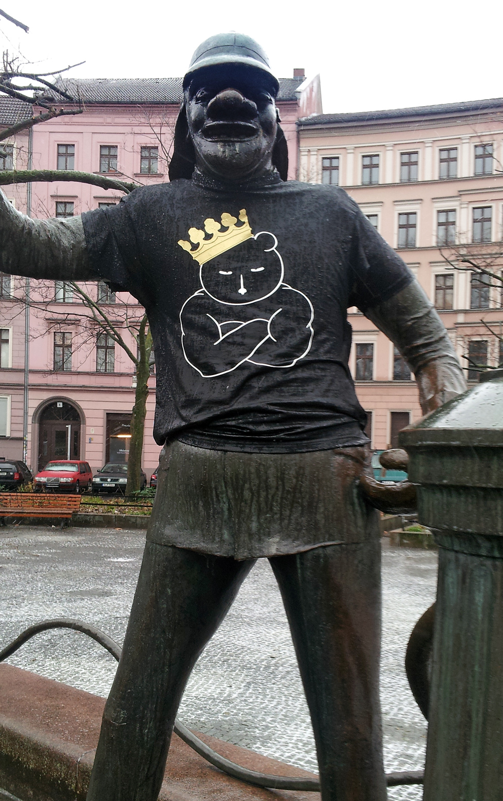 xhiller discovers and photographs the the berliner arroganz t-shirt aktion