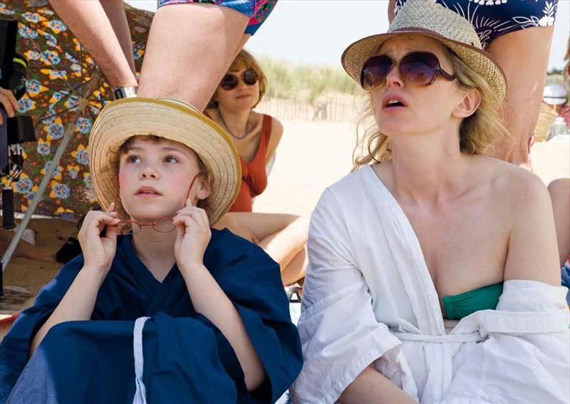 Julie Delpy and young star on the beach