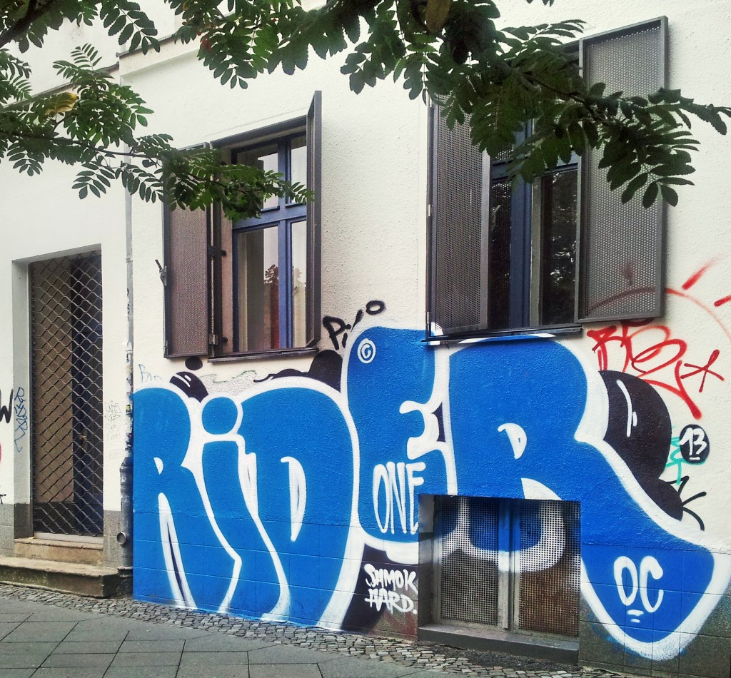 "foto of blue graffiti tag ""rider"" one in berlin - shmok hard! for realeyz by xhiiller"