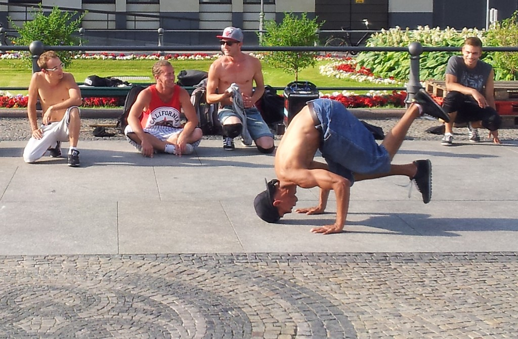 b-boys in berlin, breakdancing brandenburg gate, pariser platz, xhiller